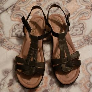 Black and pewter Sandals sz 8 Wide